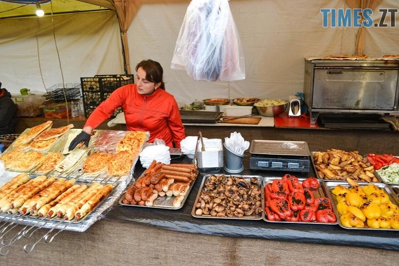 8 1 - Святковий фальстарт у п'ятницю: вулична їжа вже є – а клієнтів ще нема (ФОТОРЕПОРТАЖ)