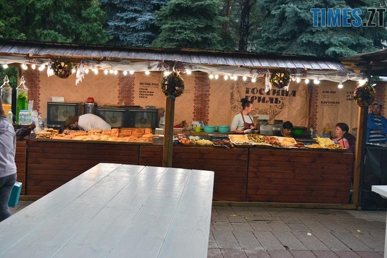 9 1 - Святковий фальстарт у п'ятницю: вулична їжа вже є – а клієнтів ще нема (ФОТОРЕПОРТАЖ)