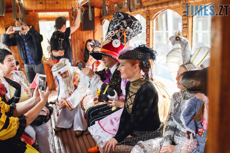 42186083 1045863698928578 4441376275784794112 o - У Житомирі дитячий театральний сезон почали у ретро-трамваї та продовжать на морському дні (ФОТО)