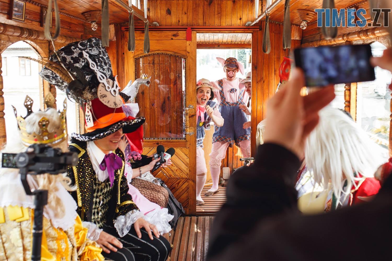 42197979 1045863212261960 4874029389735526400 o - У Житомирі дитячий театральний сезон почали у ретро-трамваї та продовжать на морському дні (ФОТО)