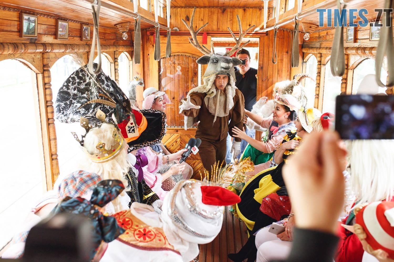 42199577 1045863575595257 8279678425258524672 o - У Житомирі дитячий театральний сезон почали у ретро-трамваї та продовжать на морському дні (ФОТО)