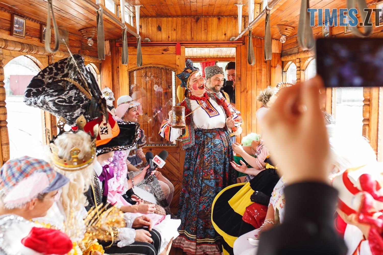 42207963 1045863452261936 2384928217719898112 o - У Житомирі дитячий театральний сезон почали у ретро-трамваї та продовжать на морському дні (ФОТО)
