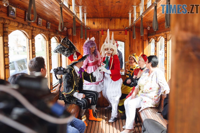 42208441 1045862962261985 2135169706179428352 o - У Житомирі дитячий театральний сезон почали у ретро-трамваї та продовжать на морському дні (ФОТО)