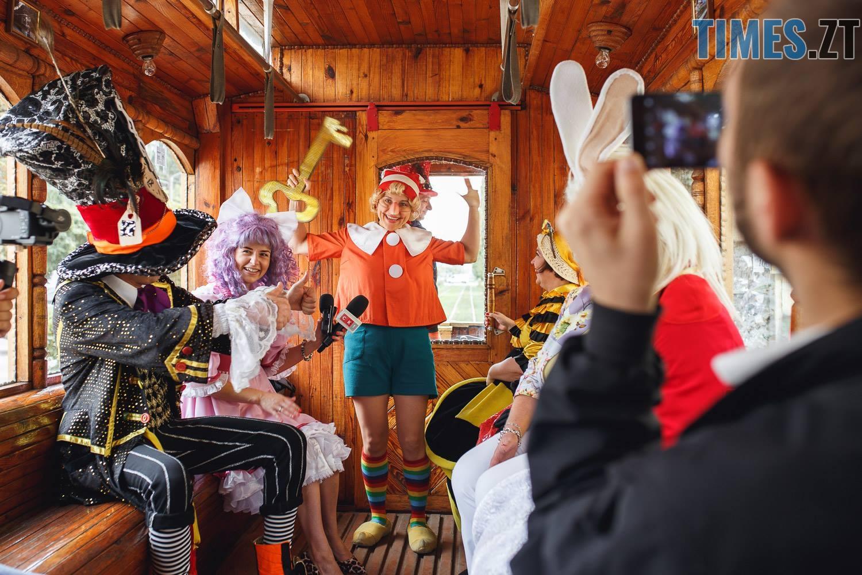 42219141 1045863005595314 6042515722679091200 o - У Житомирі дитячий театральний сезон почали у ретро-трамваї та продовжать на морському дні (ФОТО)