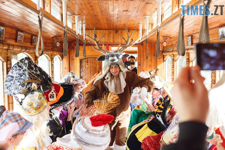 42227726 1045863625595252 9154890939393638400 o - У Житомирі дитячий театральний сезон почали у ретро-трамваї та продовжать на морському дні (ФОТО)