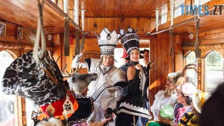 42245284 1045863648928583 2465566181457657856 o - У Житомирі дитячий театральний сезон почали у ретро-трамваї та продовжать на морському дні (ФОТО)