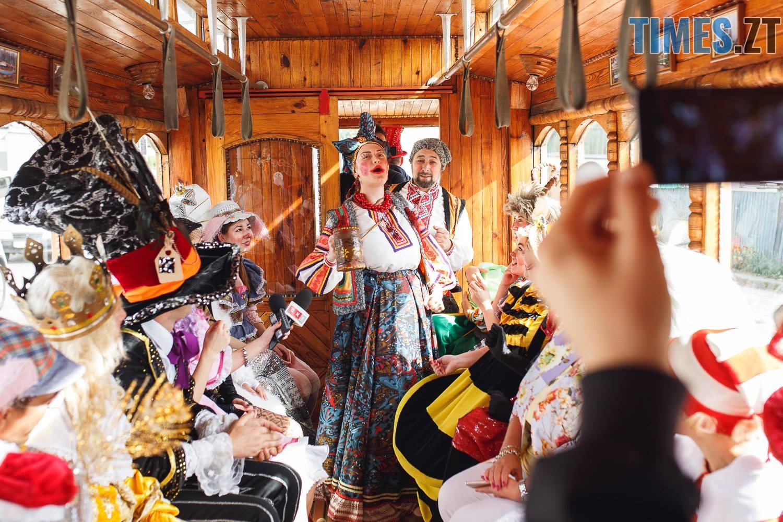 42249009 1045863482261933 1952802551522918400 o - У Житомирі дитячий театральний сезон почали у ретро-трамваї та продовжать на морському дні (ФОТО)
