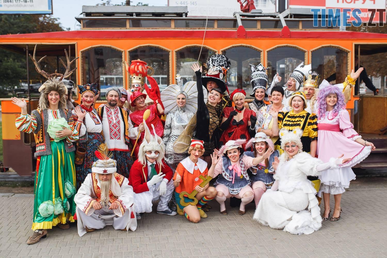 42250796 1045863912261890 8278991844671488000 o - У Житомирі дитячий театральний сезон почали у ретро-трамваї та продовжать на морському дні (ФОТО)