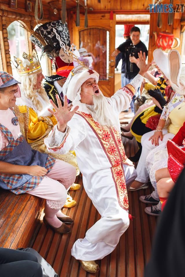 42264921 1045863368928611 6580499258842021888 n - У Житомирі дитячий театральний сезон почали у ретро-трамваї та продовжать на морському дні (ФОТО)