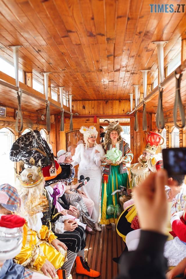 42283824 1045863425595272 5401227614478139392 n - У Житомирі дитячий театральний сезон почали у ретро-трамваї та продовжать на морському дні (ФОТО)