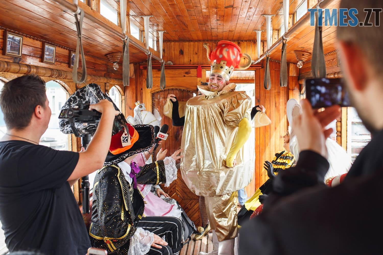42299675 1045863172261964 2382903887964143616 o - У Житомирі дитячий театральний сезон почали у ретро-трамваї та продовжать на морському дні (ФОТО)