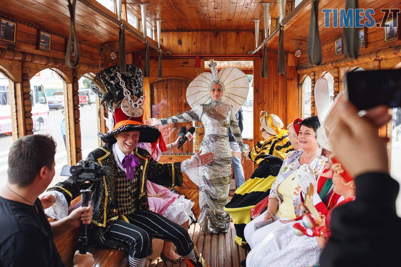 42301108 1045863118928636 1241445724084764672 o - У Житомирі дитячий театральний сезон почали у ретро-трамваї та продовжать на морському дні (ФОТО)
