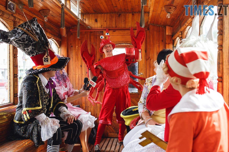 42317133 1045863088928639 7043057353901473792 o - У Житомирі дитячий театральний сезон почали у ретро-трамваї та продовжать на морському дні (ФОТО)