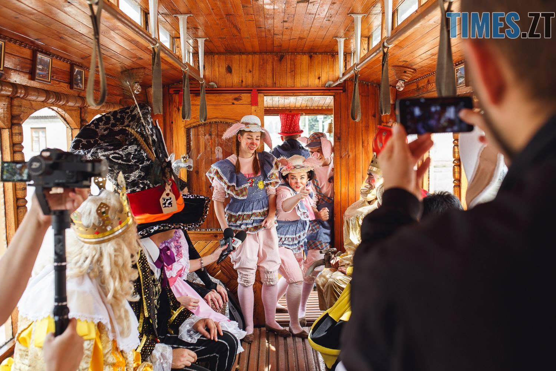 42342623 1045863268928621 1999676299878072320 o - У Житомирі дитячий театральний сезон почали у ретро-трамваї та продовжать на морському дні (ФОТО)