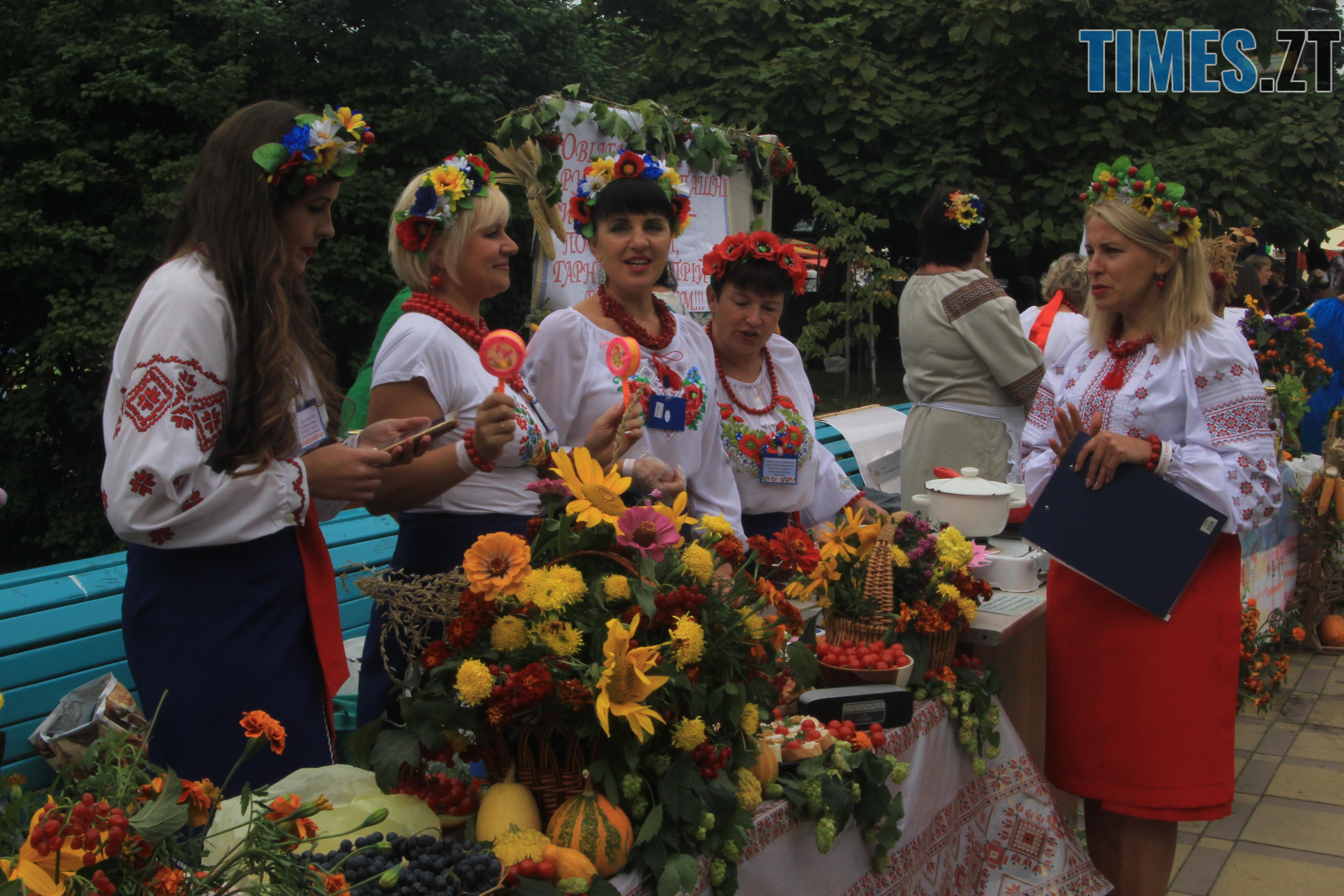 IMG 7520 - Десятий фестиваль дерунів: насмажили чимало, показали найбільшого в країні і побили ним всі рекорди (ФОТОРЕПОРТАЖ)