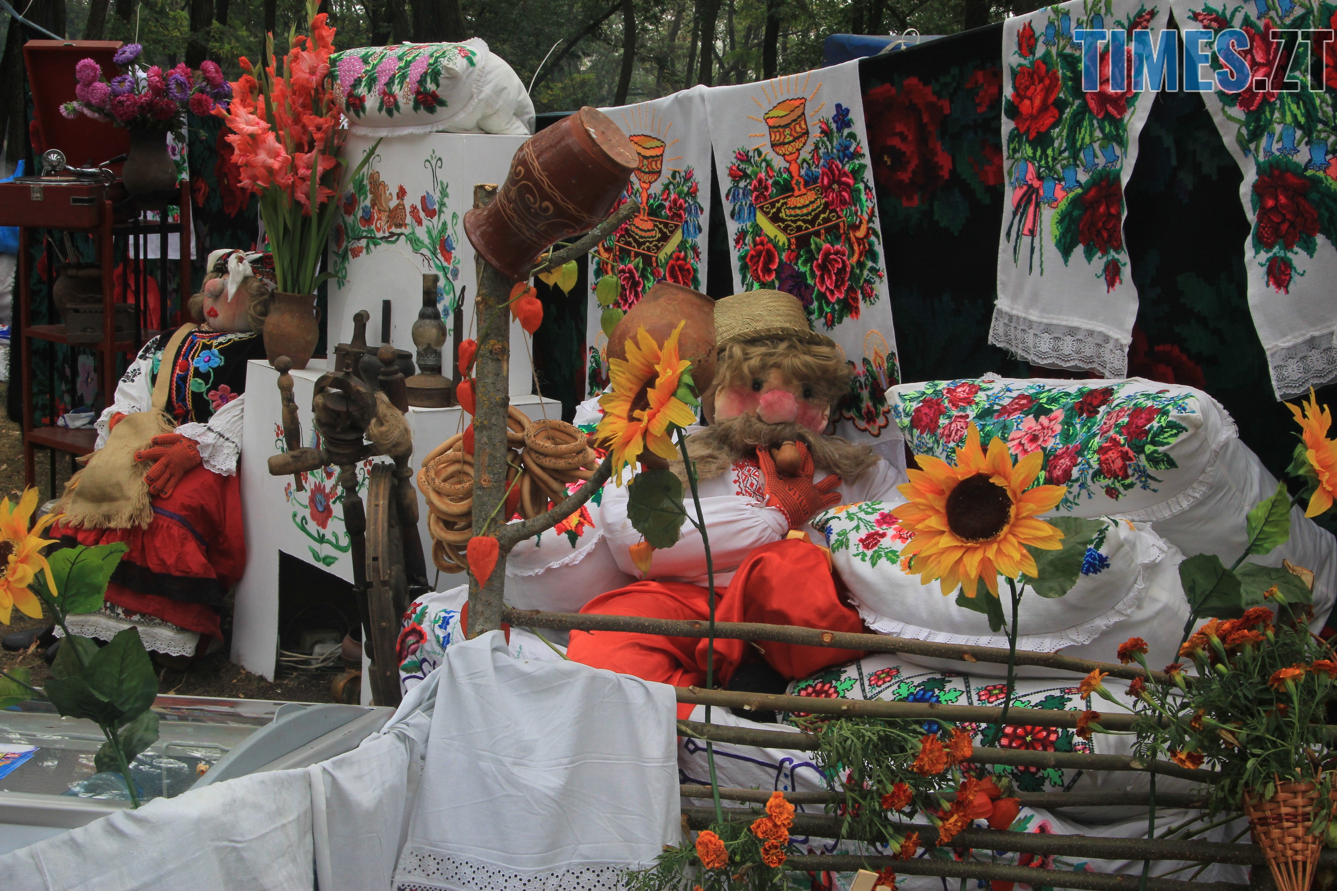 IMG 7551 - Десятий фестиваль дерунів: насмажили чимало, показали найбільшого в країні і побили ним всі рекорди (ФОТОРЕПОРТАЖ)