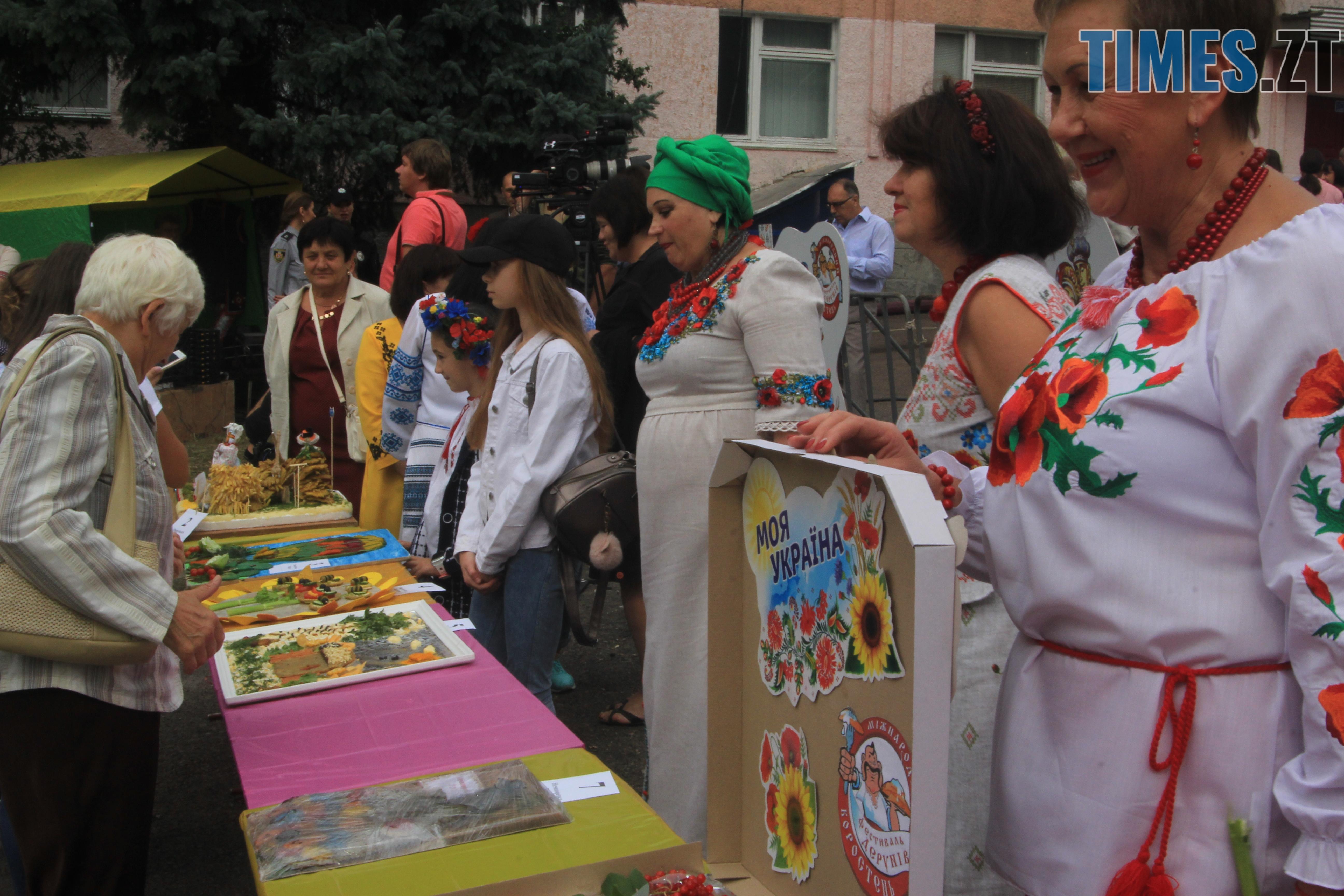 IMG 7570 - Десятий фестиваль дерунів: насмажили чимало, показали найбільшого в країні і побили ним всі рекорди (ФОТОРЕПОРТАЖ)