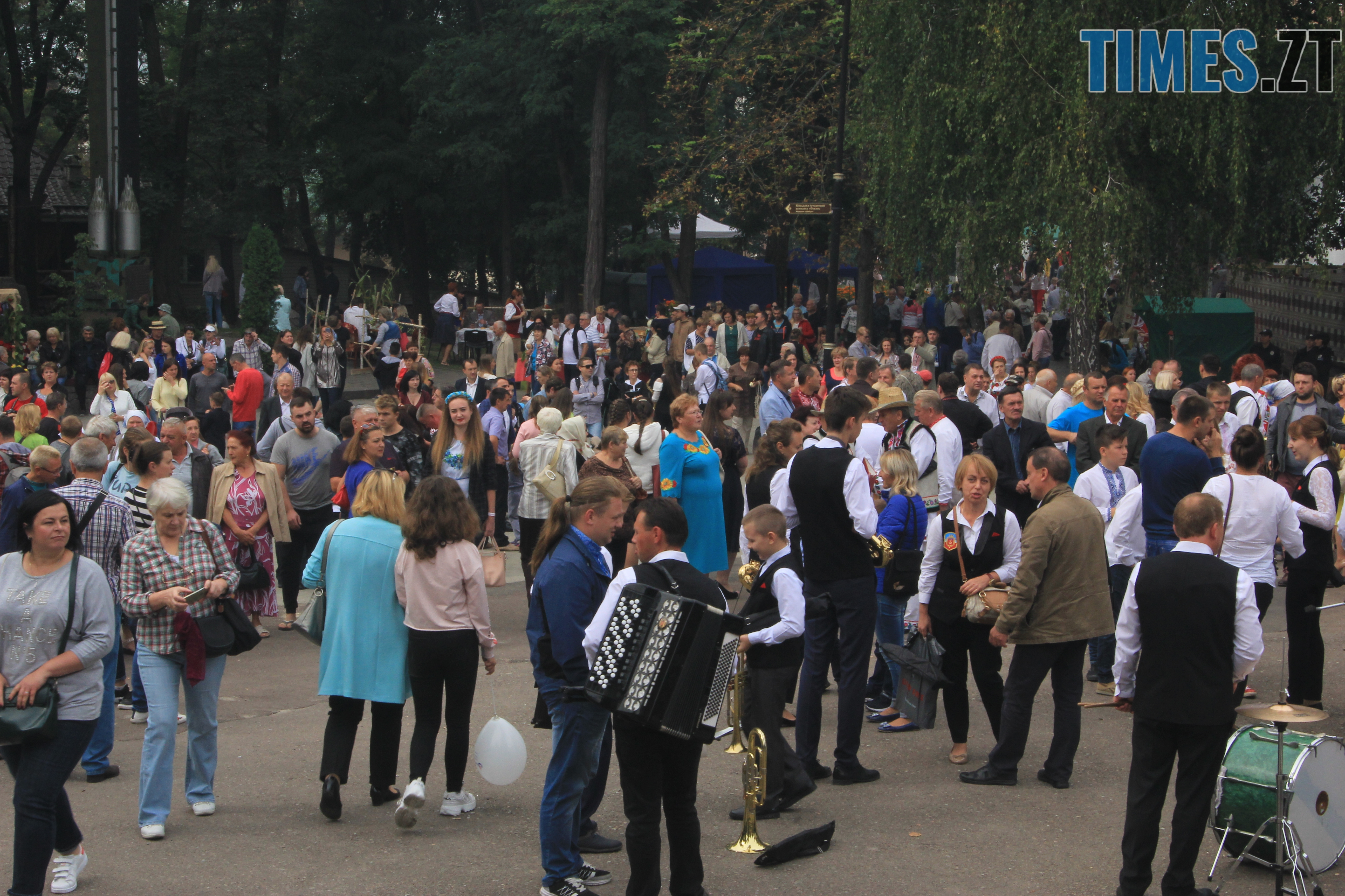 IMG 7571 - Десятий фестиваль дерунів: насмажили чимало, показали найбільшого в країні і побили ним всі рекорди (ФОТОРЕПОРТАЖ)