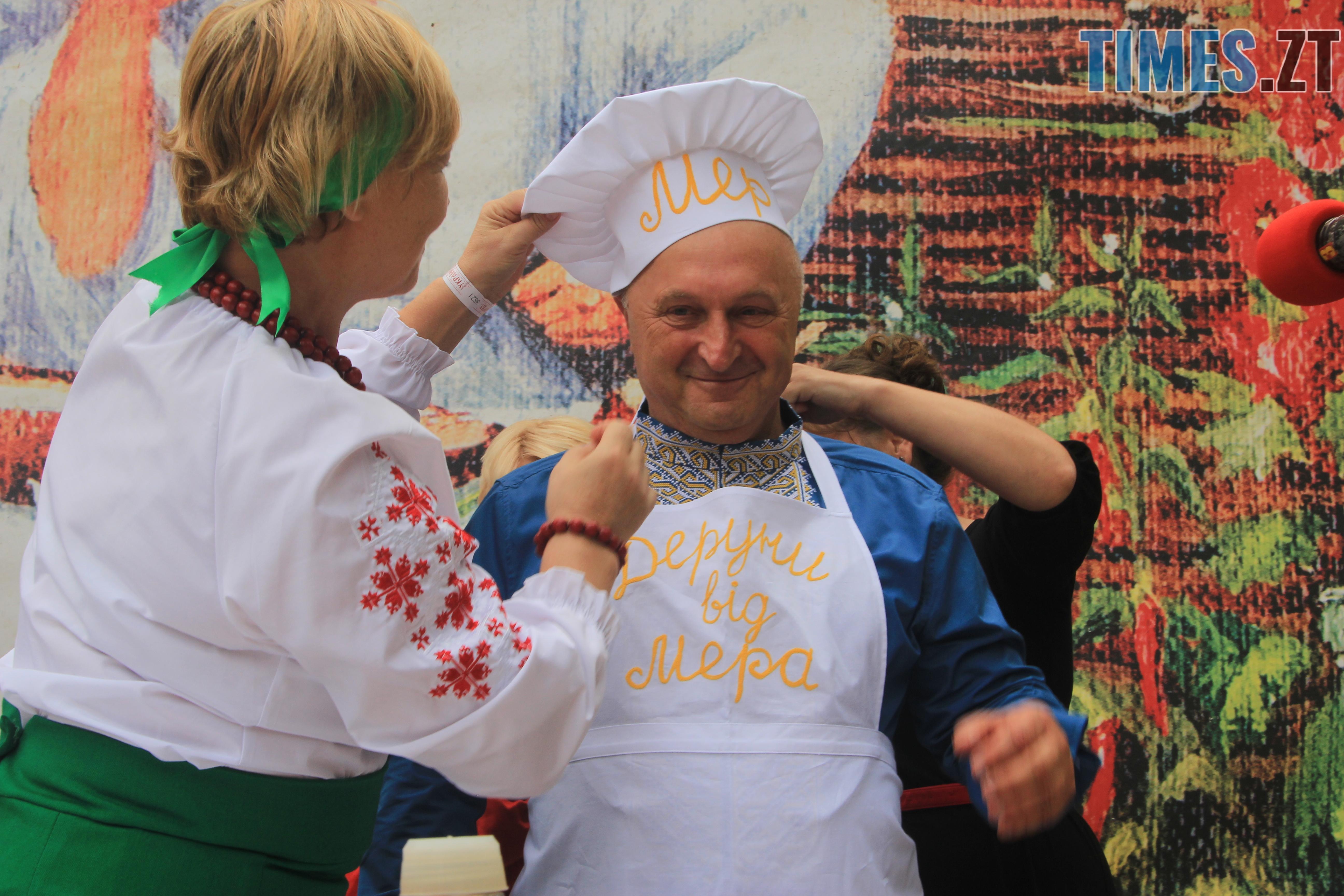 IMG 7600 - Десятий фестиваль дерунів: насмажили чимало, показали найбільшого в країні і побили ним всі рекорди (ФОТОРЕПОРТАЖ)