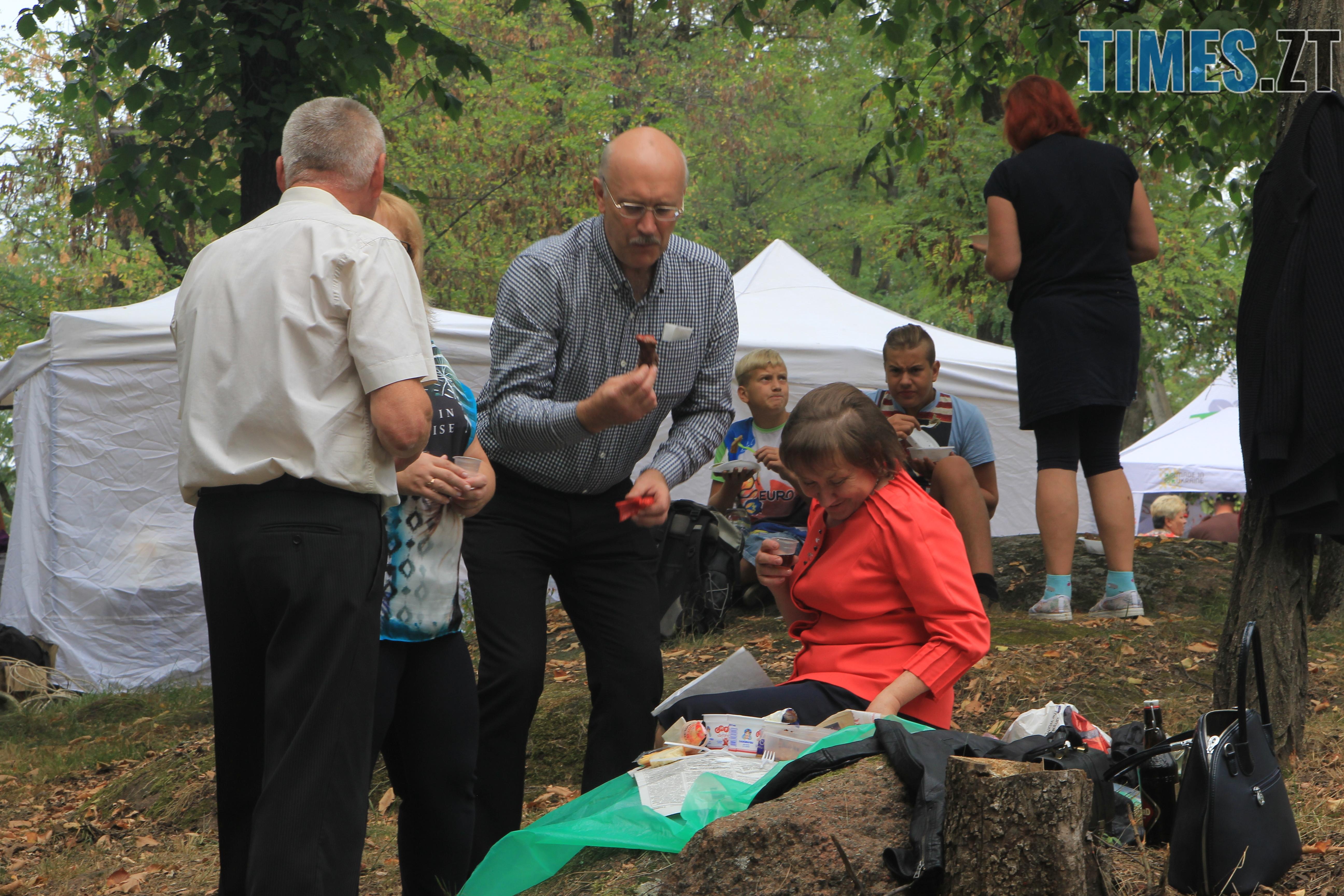IMG 7635 - Десятий фестиваль дерунів: насмажили чимало, показали найбільшого в країні і побили ним всі рекорди (ФОТОРЕПОРТАЖ)