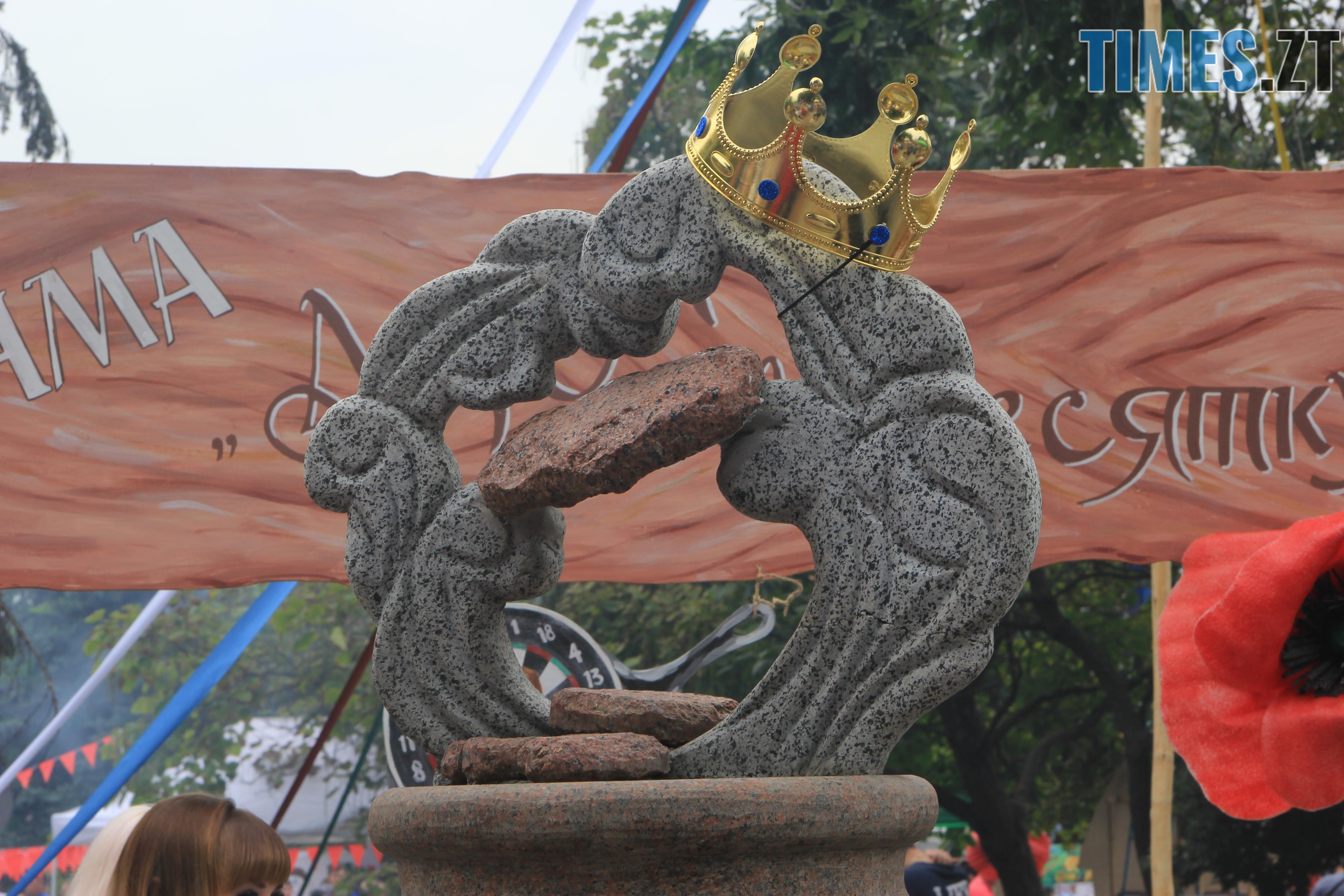 IMG 7665 - Десятий фестиваль дерунів: насмажили чимало, показали найбільшого в країні і побили ним всі рекорди (ФОТОРЕПОРТАЖ)