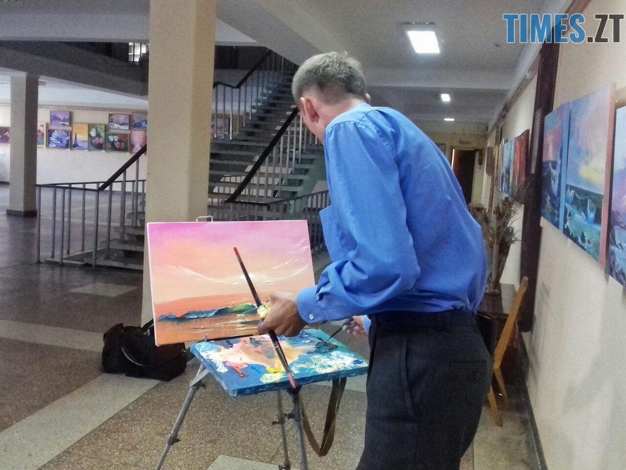 WhatsApp Image 2018 09 01 at 12.12.48 1 - Мистецтво нашвидкуруч: митець показав, як намалювати картину за 20 хвилин (ФОТО)