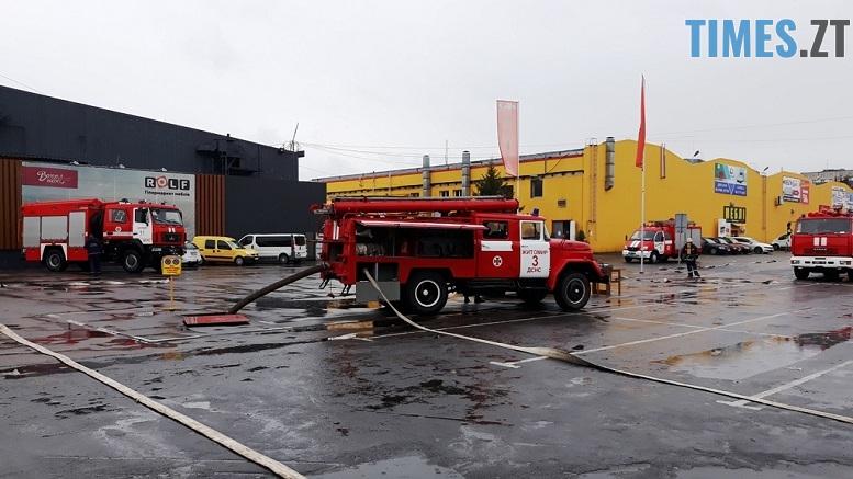 головна - Евакуація та 7 пожежних автомобілів: у Житомирі «гасили пожежу» у супермаркеті будівельних матеріалів
