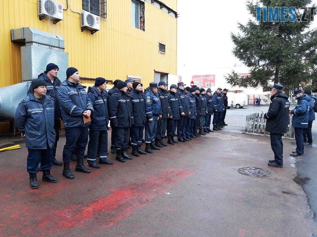 20181026 100128 1024x768 - Евакуація та 7 пожежних автомобілів: у Житомирі «гасили пожежу» у супермаркеті будівельних матеріалів