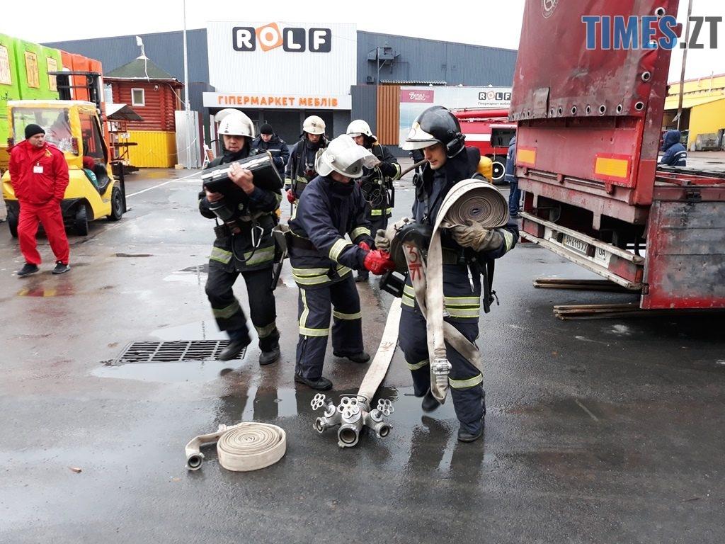 20181026 102357 1024x768 - Евакуація та 7 пожежних автомобілів: у Житомирі «гасили пожежу» у супермаркеті будівельних матеріалів