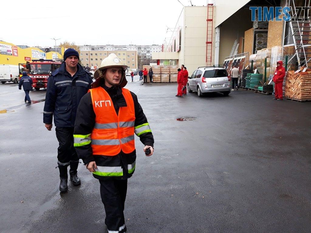 20181026 102710 1024x768 - Евакуація та 7 пожежних автомобілів: у Житомирі «гасили пожежу» у супермаркеті будівельних матеріалів