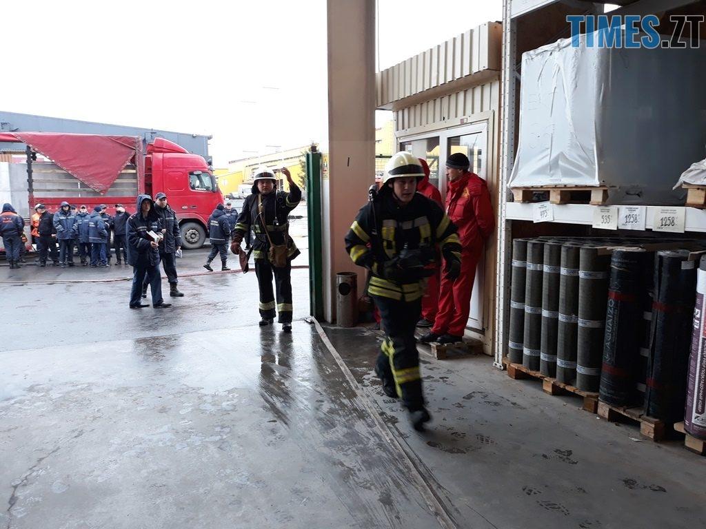 20181026 103209 1024x768 - Евакуація та 7 пожежних автомобілів: у Житомирі «гасили пожежу» у супермаркеті будівельних матеріалів
