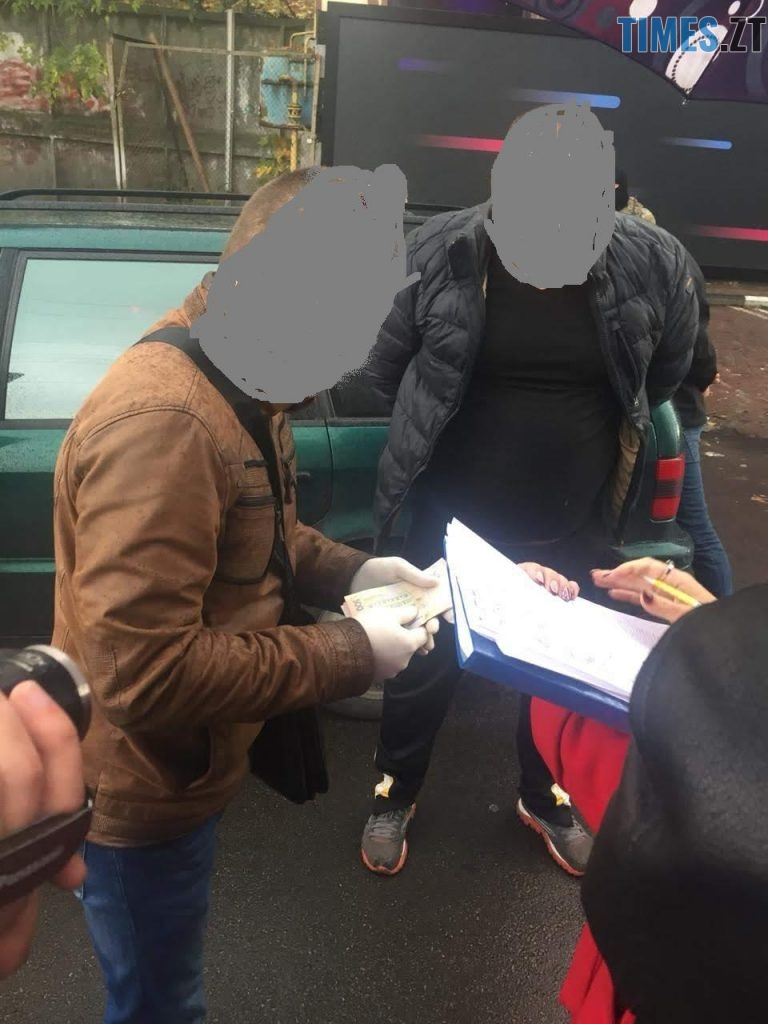 21878 768x1024 - Хотіли продати фальшиві паспорти ЄС: силовики затримали «на гарячому» трьох житомирян