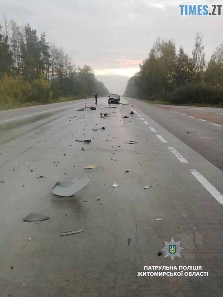 42965140 2700615853297477 3182368533505900544 n - У Житомирському район легковик в'іхав у вантажівку, яка опинилась у кюветі (ФОТО)