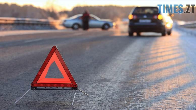 580de87ca0a35 1 2 - У Житомирській області потяг зіштовхнувся з вантажівкою: фура перекинулась, водій загинув