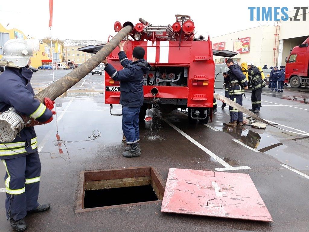 9020 1024x768 - Евакуація та 7 пожежних автомобілів: у Житомирі «гасили пожежу» у супермаркеті будівельних матеріалів