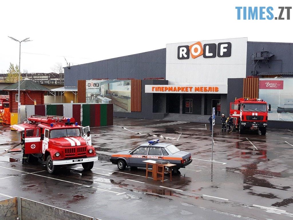 9037 1024x768 - Евакуація та 7 пожежних автомобілів: у Житомирі «гасили пожежу» у супермаркеті будівельних матеріалів