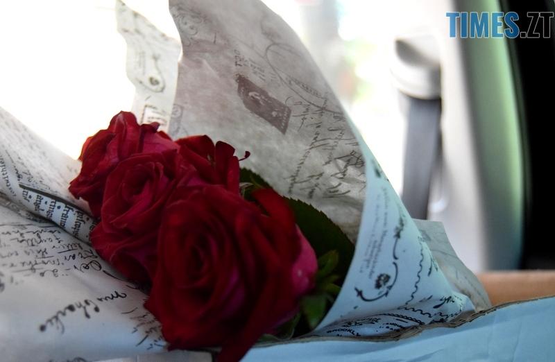 DSC 2582 - Близько тисячі троянд і гори цукерок за півдня подарувала одна людина вчителям та викладачам Житомирської області