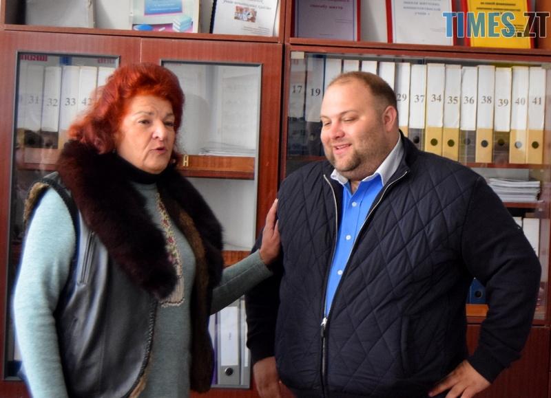 DSC 2585 - Близько тисячі троянд і гори цукерок за півдня подарувала одна людина вчителям та викладачам Житомирської області
