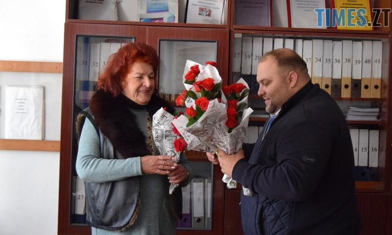 DSC 2605 - Близько тисячі троянд і гори цукерок за півдня подарувала одна людина вчителям та викладачам Житомирської області