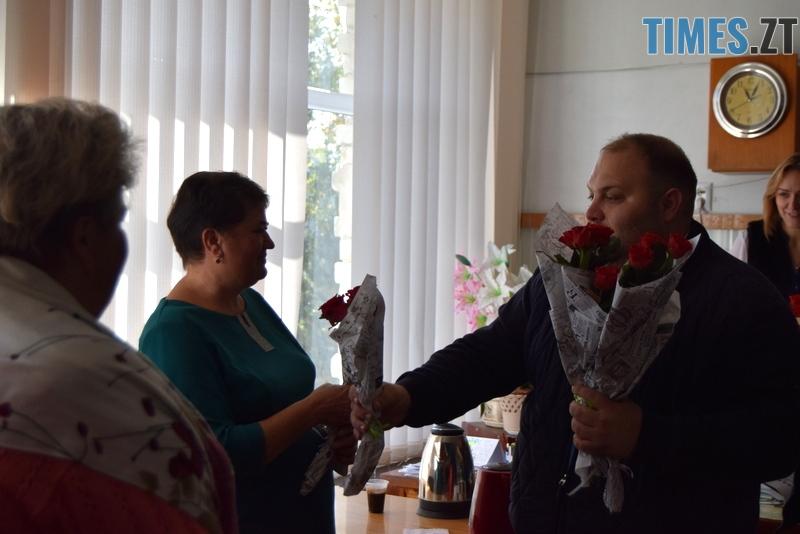 DSC 2613 - Близько тисячі троянд і гори цукерок за півдня подарувала одна людина вчителям та викладачам Житомирської області