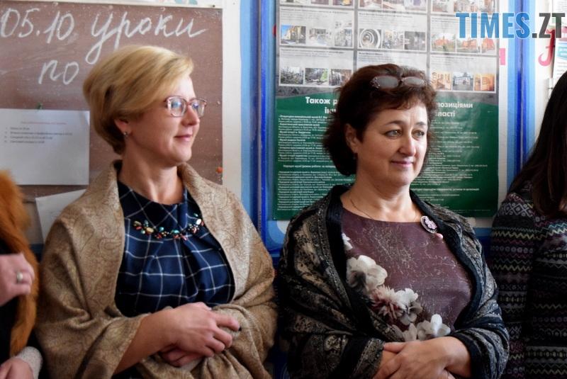 DSC 2626 - Близько тисячі троянд і гори цукерок за півдня подарувала одна людина вчителям та викладачам Житомирської області