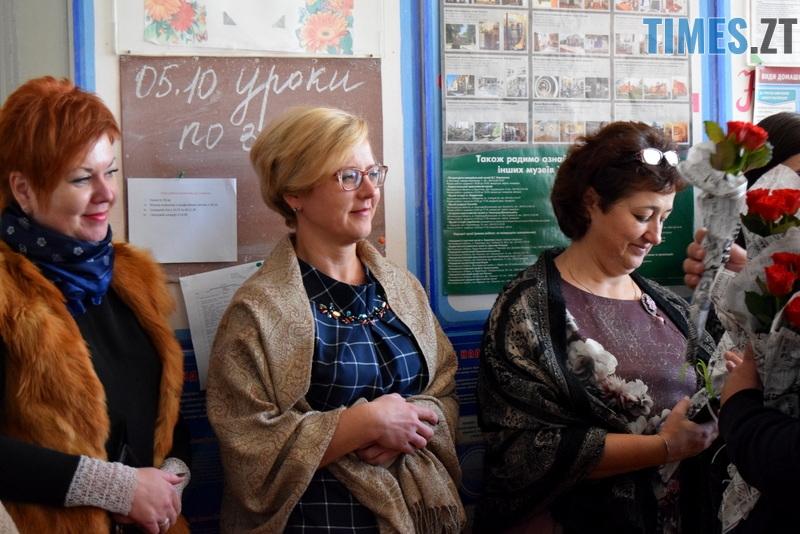DSC 2627 - Близько тисячі троянд і гори цукерок за півдня подарувала одна людина вчителям та викладачам Житомирської області