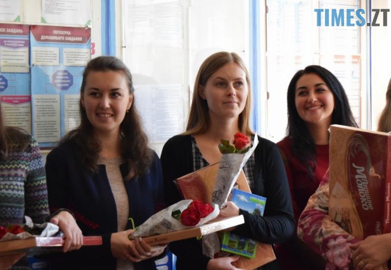 DSC 2636 1 - Близько тисячі троянд і гори цукерок за півдня подарувала одна людина вчителям та викладачам Житомирської області