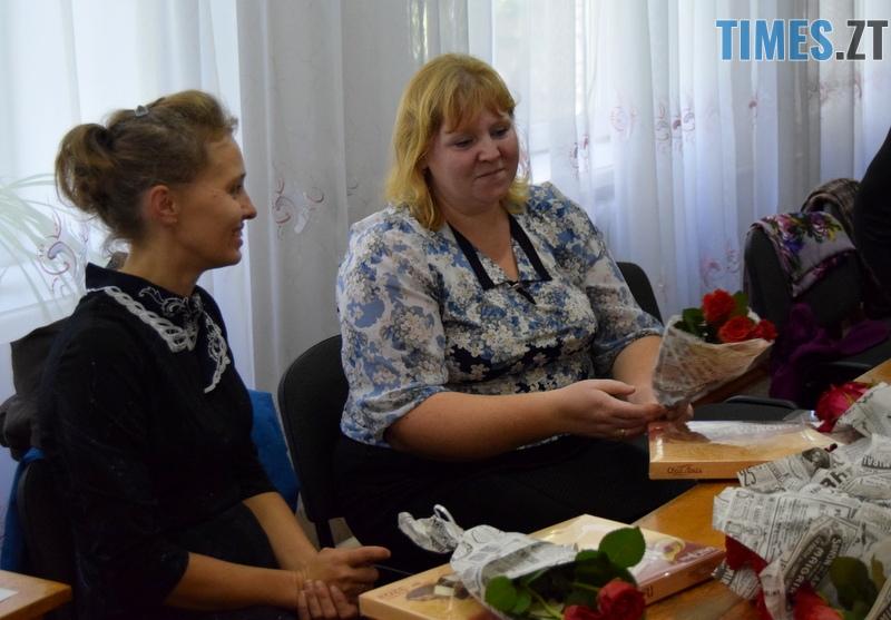 DSC 2672 - Близько тисячі троянд і гори цукерок за півдня подарувала одна людина вчителям та викладачам Житомирської області