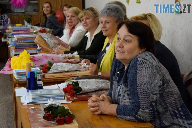 DSC 2690 - Близько тисячі троянд і гори цукерок за півдня подарувала одна людина вчителям та викладачам Житомирської області