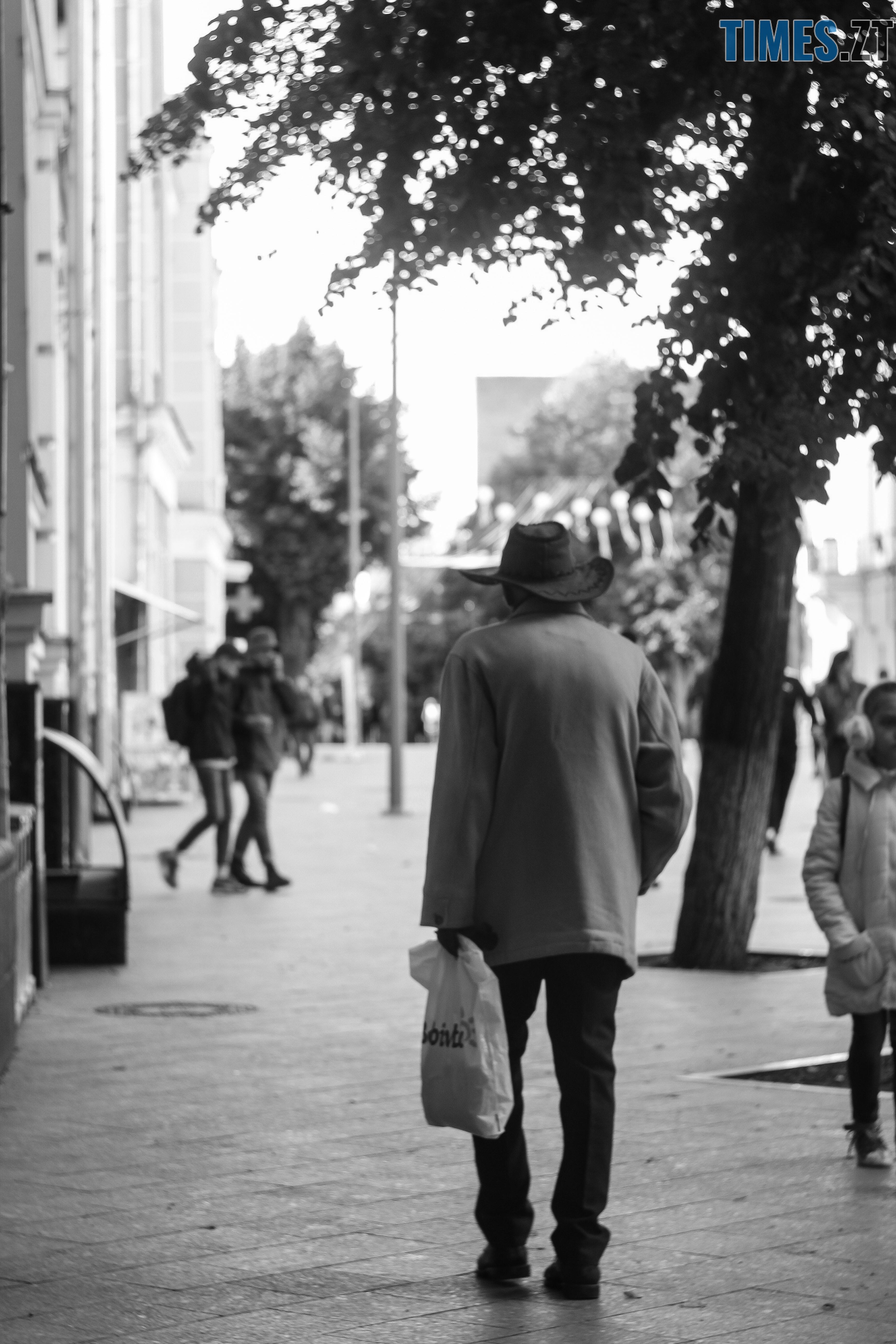 IMG 0987 - Старість чи її відчуття: звичайні будні житомирян поважного віку (ФОТОРЕПОРТАЖ)