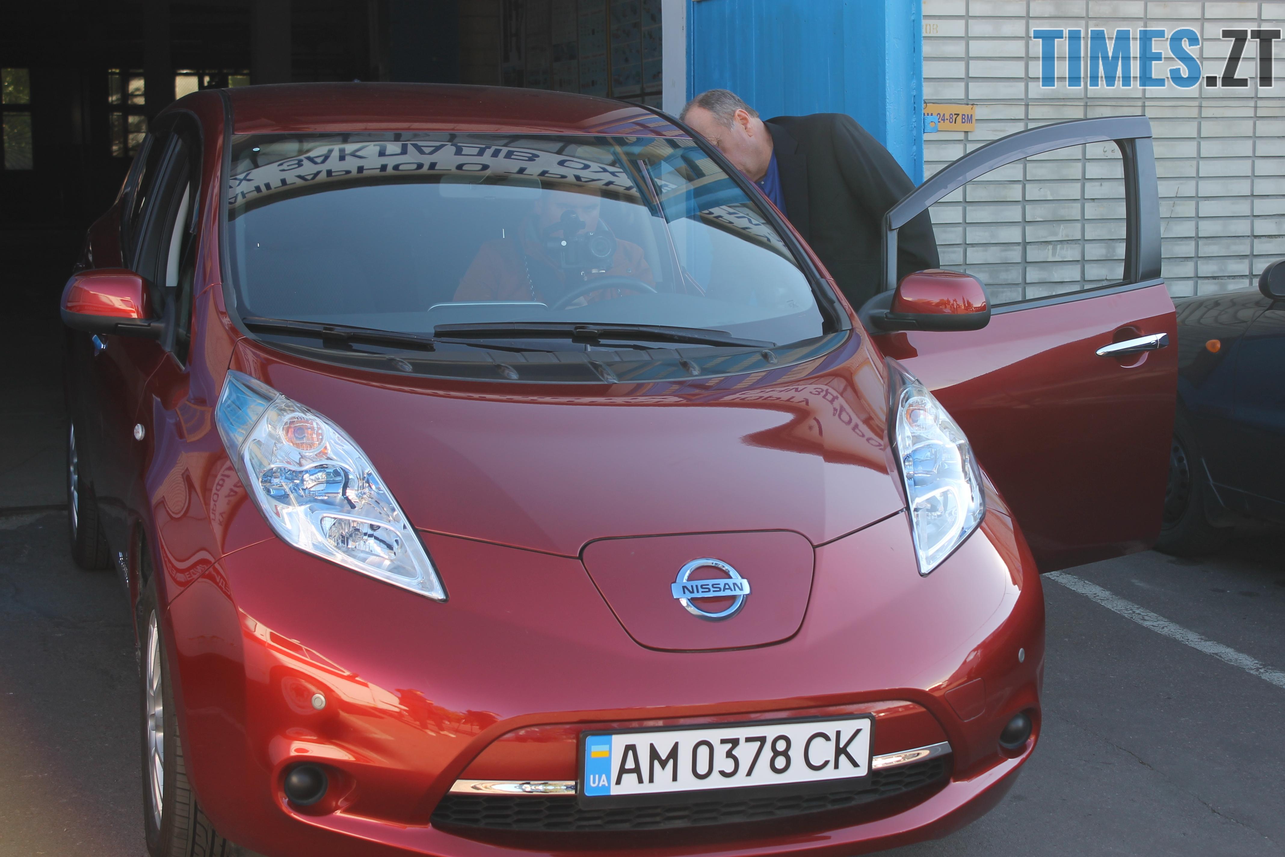 IMG 9211 - У Житомирі показали медичні електрокари, які вже за декілька днів будуть їздити містом