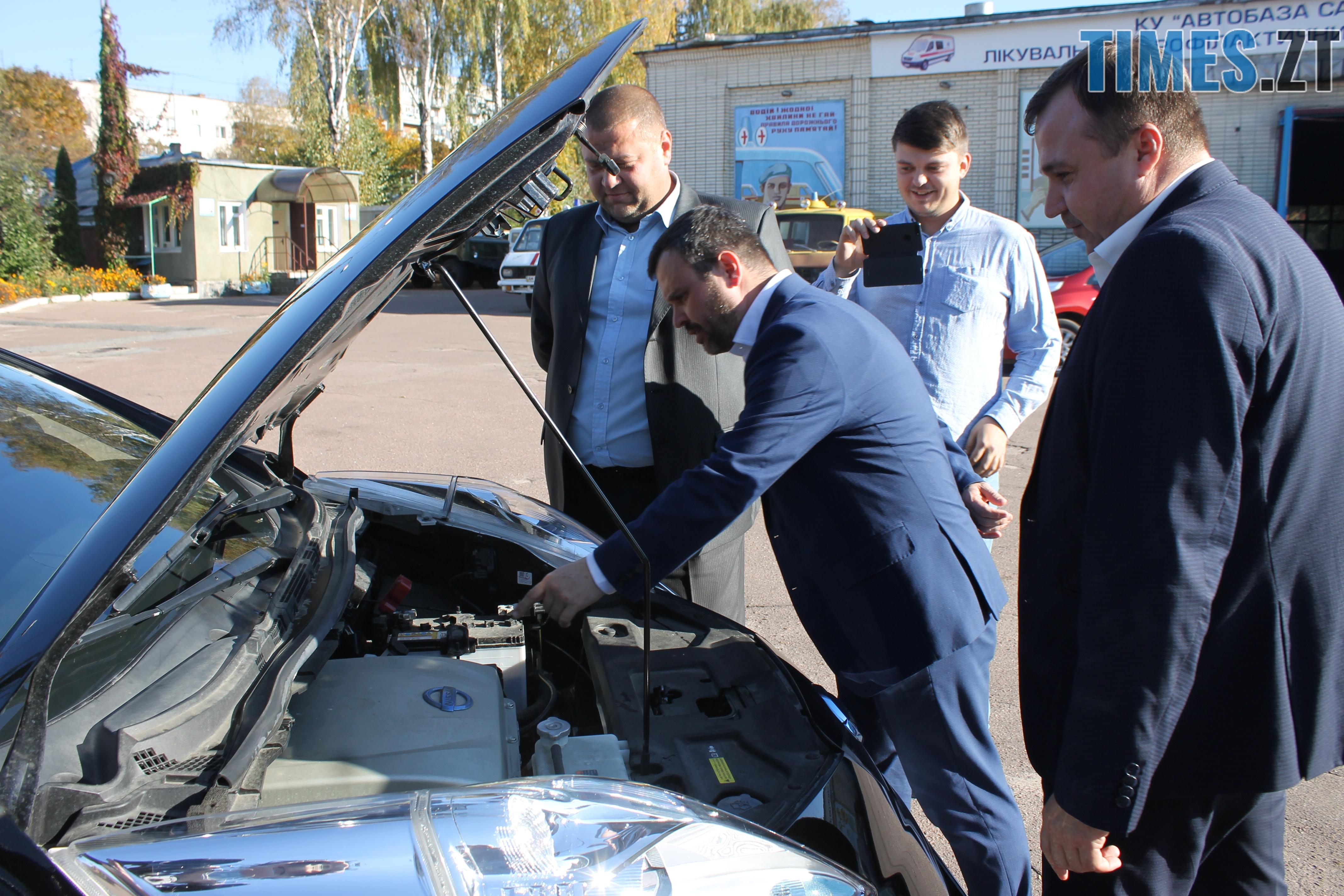 IMG 9214 - У Житомирі показали медичні електрокари, які вже за декілька днів будуть їздити містом