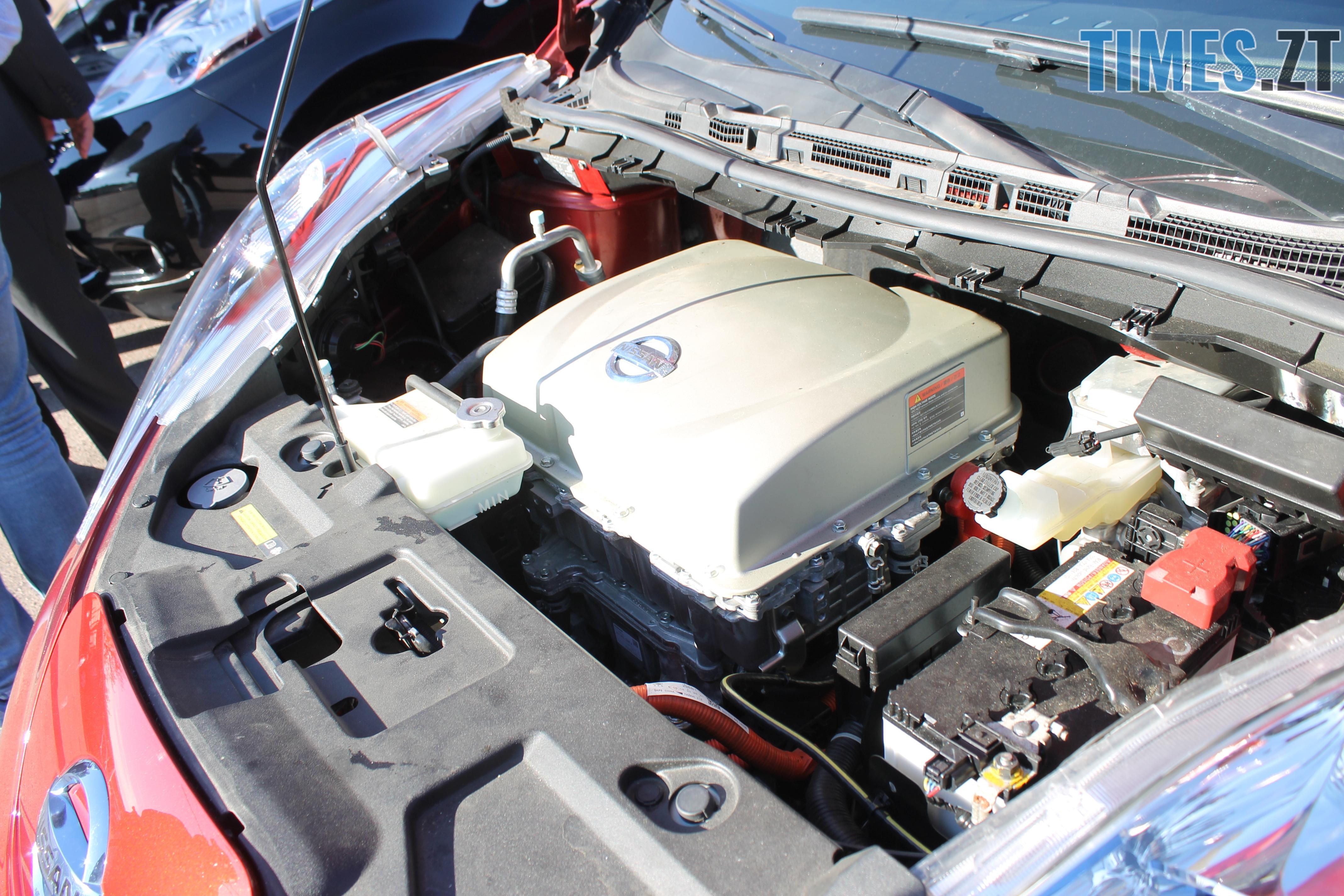IMG 9228 - У Житомирі показали медичні електрокари, які вже за декілька днів будуть їздити містом