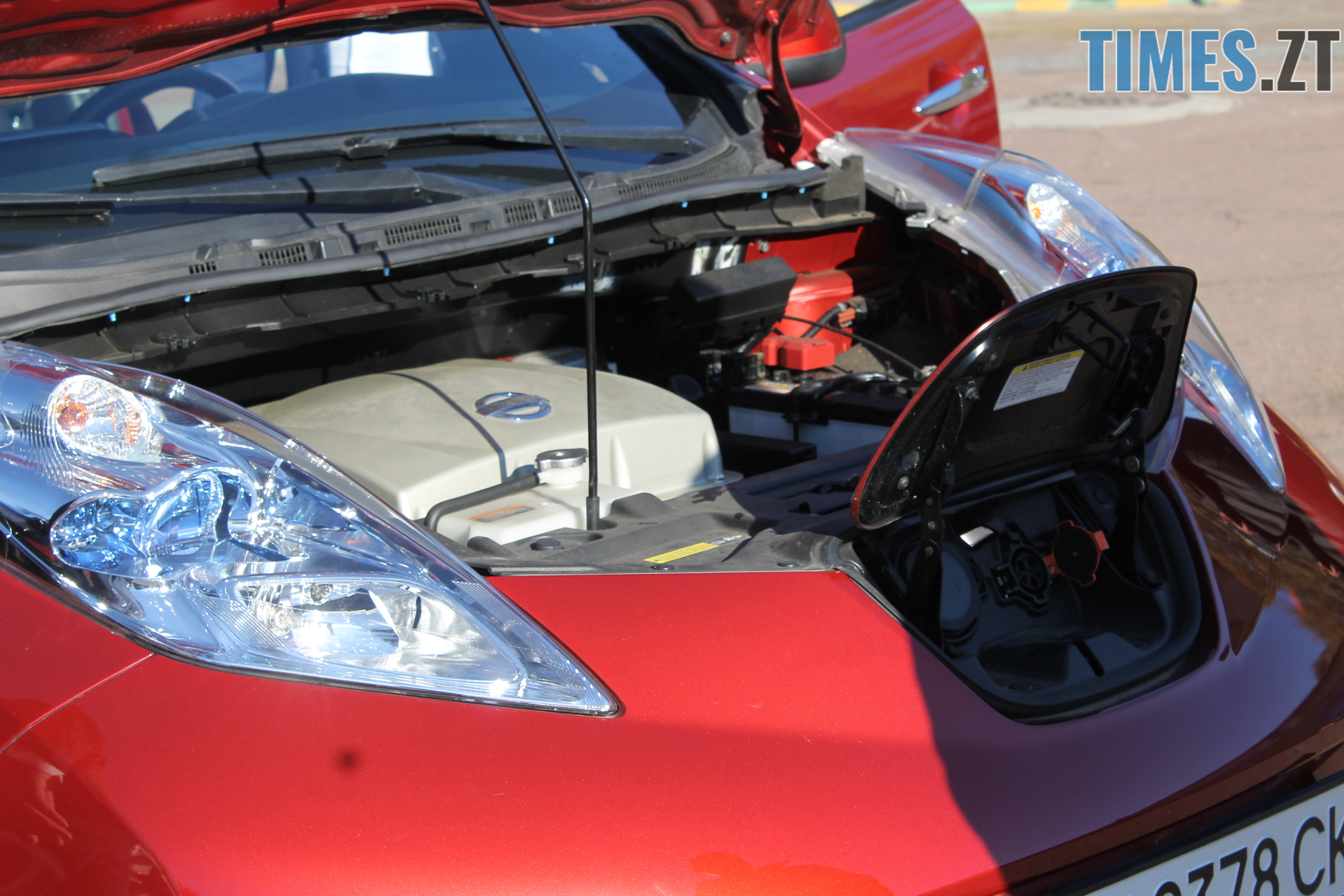 IMG 9240 - У Житомирі показали медичні електрокари, які вже за декілька днів будуть їздити містом